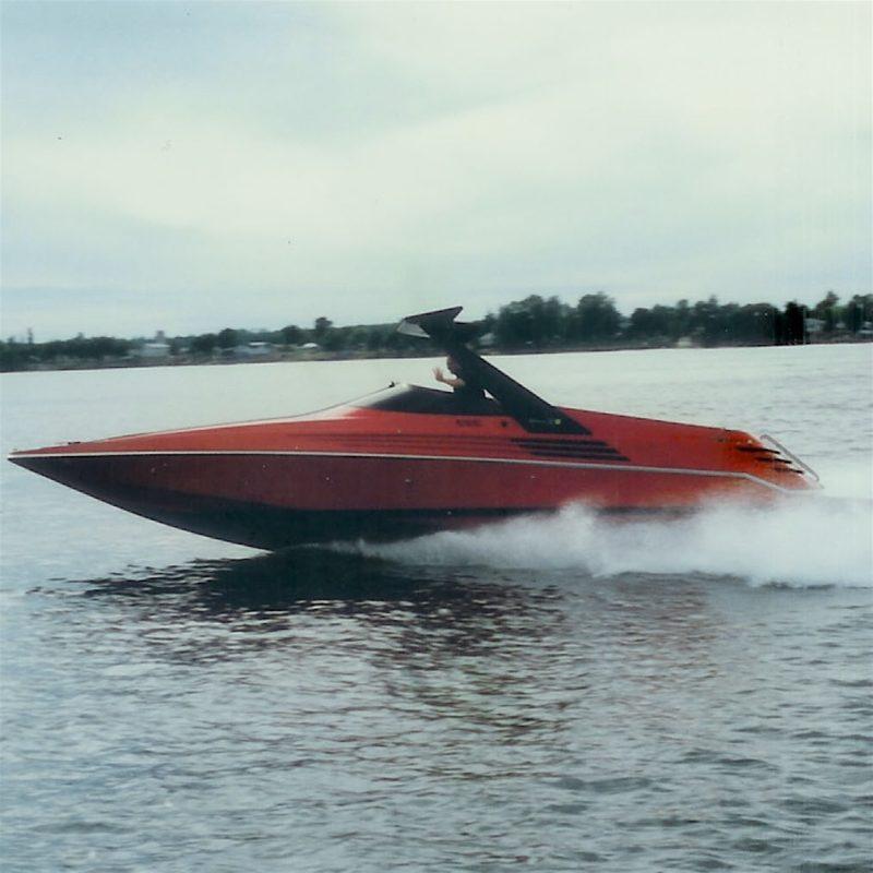 Designtel - Riva Ferrari 32. Riva/Ferrari